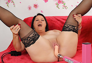 Obese Mature Beauty Leylani Wood Enjoys a Utensil Induced Go down retreat from