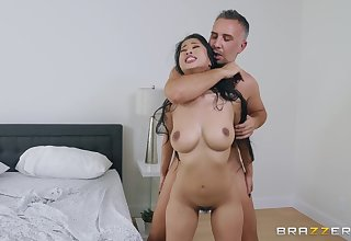 After a blowjob Jade Kush got her tight pussy fucked on eradicate affect bed