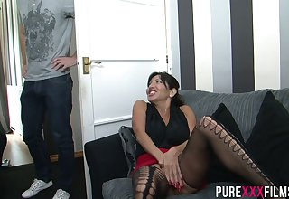 Prexy cougar Tara Holiday gets blocked masturbating by a young man